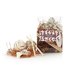 Debenhams - Vanilla spice scented pot pourri