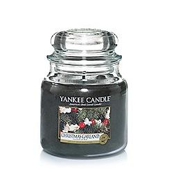 Yankee Candle - Classic 'Christmas Garland' medium jar candle