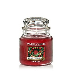 Yankee Candle - Classic 'Red Apple Wreath' medium jar candle