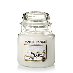 Yankee Candle - Classic 'Vanilla' medium jar candle