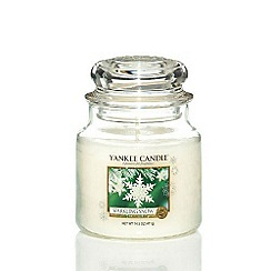 Yankee Candle - Classic 'Sparkling Snow' medium jar candle