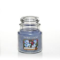Yankee Candle - Classic 'Garden Sweet Pea' medium jar candle