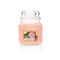 Yankee Candle - Classic 'Delicious Guava' medium jar candle