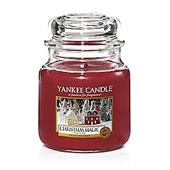 Yankee Candle - Medium red 'Christmas Magic' scented jar candle