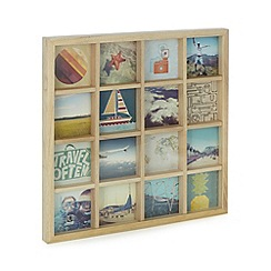 Umbra - Natural wood aperture 4 x 4 inch photo frame