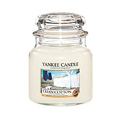 Yankee Candle - Medium 'Clean Cotton' scented jar candle