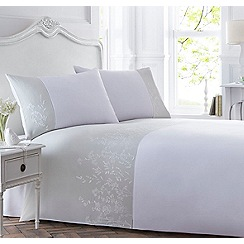 Home Collection - Light green embroidered 'Elvie' bedding set