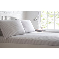 Home Collection Basics - Grey printed 'Lines' fitted sheet set