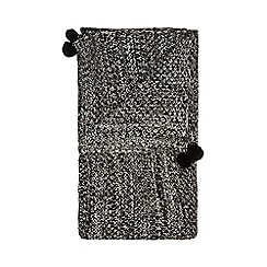 Home Collection - Black and white 'Hygge' pom pom throw