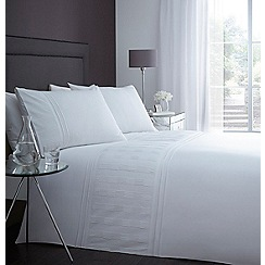 Home Collection - White pleated detail 'Peyton' bedding set
