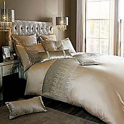 Kylie Minogue at home - 'Vida' gold bedding set