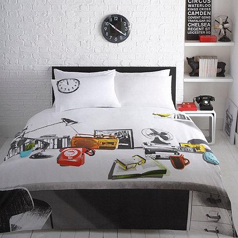Ben de Lisi Home - White desk printed bedding set
