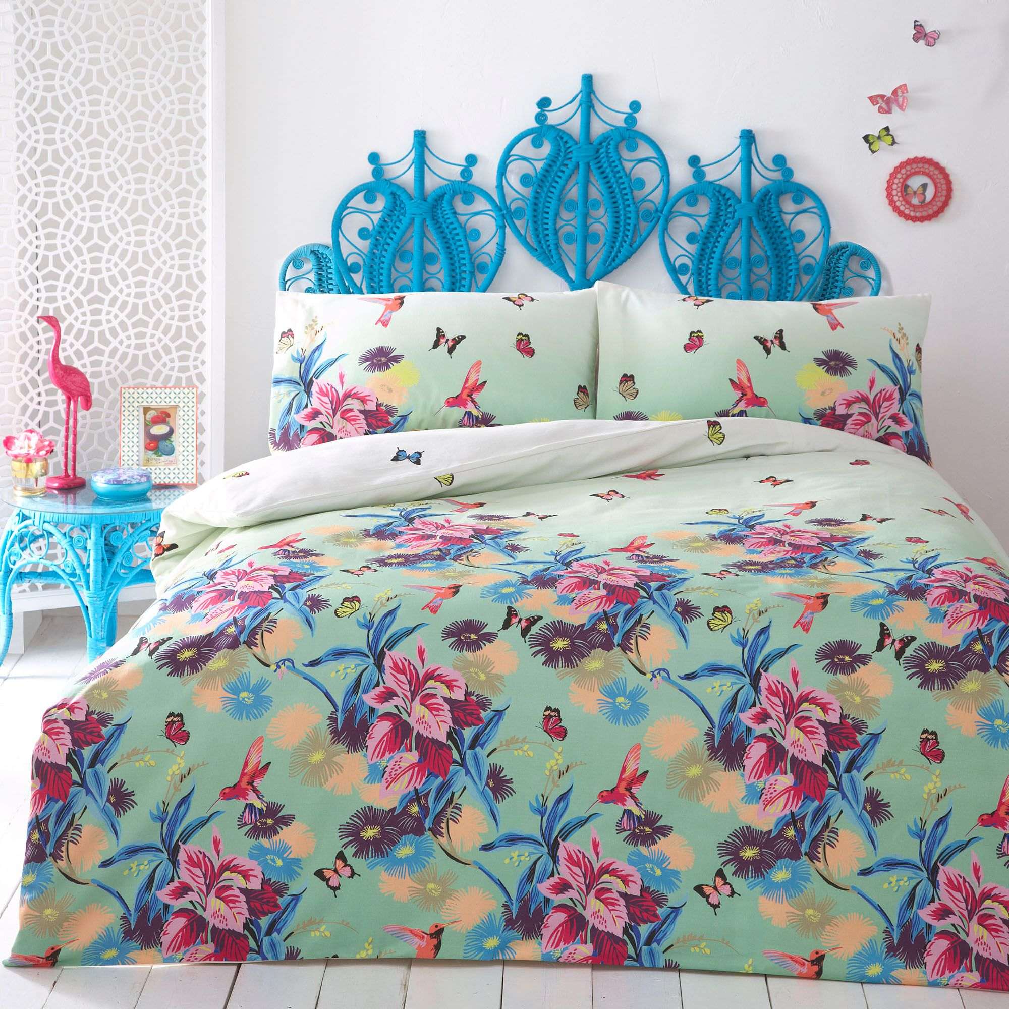 MATTHEW WILLIAMSON KING Size DUVET COVER SET Butterfly Paradise BRAND NEW Perfect for brightening up bedrooms, this bedding set from Matthew Williamson features a beautiful butterfly and floral print in mixed purples and pinks, on a lilac base.