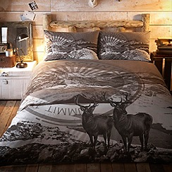 Home Collection - Grey snowy mountain print duvet set