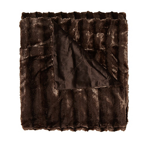 Kylie Minogue at home - Zorina chocolate faux fur throw