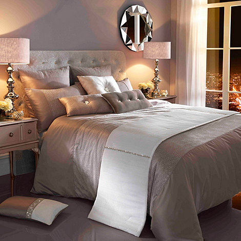 Kylie Minogue at home - Kylie Minogue Silver +Ria+ bed linen