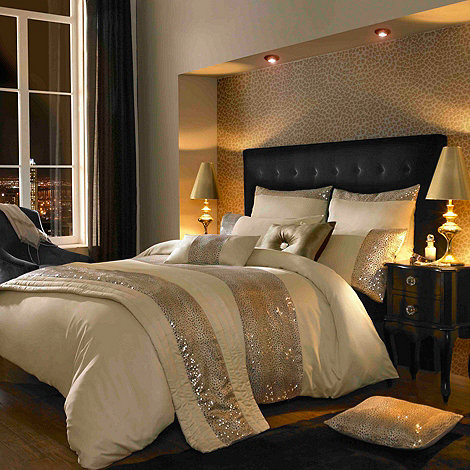 Kylie Minogue at home - Kylie Minogue Gold +Leopard+ bed linen