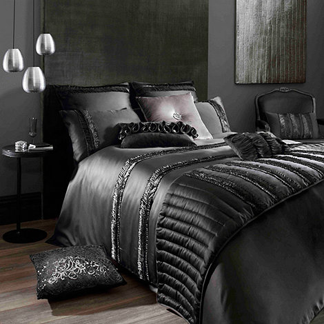 Kylie Minogue at home - Kylie Minogue Black +Cassia+ bed linen