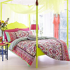Accessorize - Pink 'Fluoro Paisley' bedding set