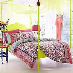 Accessorize - Pink 'Fluoro Paisley' bedding set