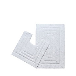 The Fine Linens Company - White bathmat and pedestal mat set