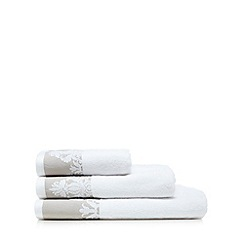 Christy - White lace towel
