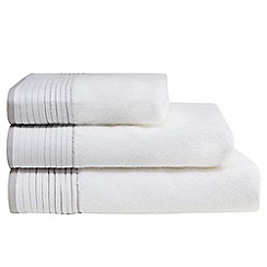 Home Collection - White pleated border towel