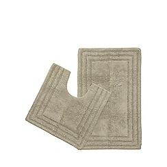 The Fine Linens Company - Taupe bath mat and pedestal mat set
