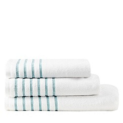 Christy - White pleated border towel