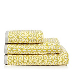 Home Collection - Yellow floral print towel