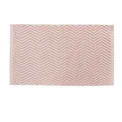 Home Collection - Light pink 'Cosmo' textured chevron bath mat