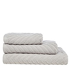 Home Collection - Light grey 'Cosmo' textured chevron towel