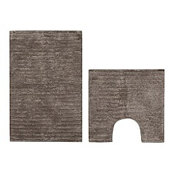 The Fine Linens Company - Taupe striped bathmat and pedestal mat set