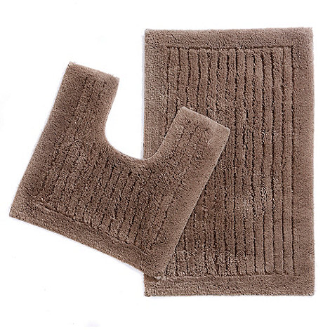 Christy - Brown tufted pedestal and bath mat set