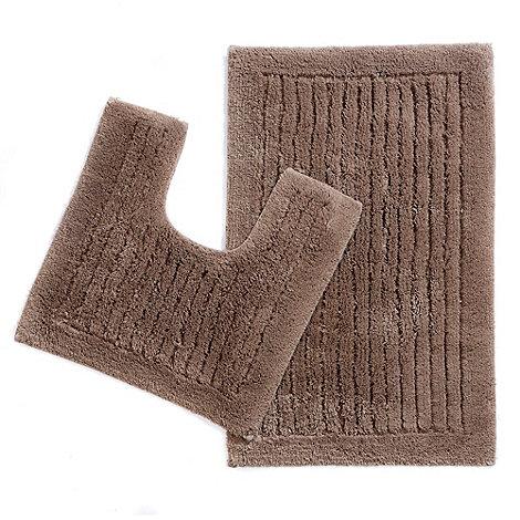 Christy - Brown tufted pedestal and bath mat set