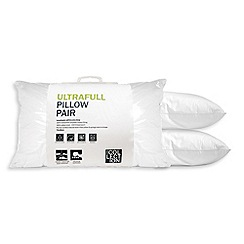 Home Collection - White 'Ultrafill' polyester pillow pair