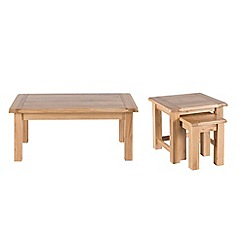 Willis & Gambier - Oak 'Normandy' coffee and nest of tables set