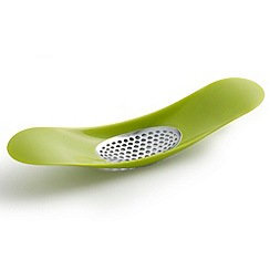 Joseph Joseph - Rocker garlic crusher in green