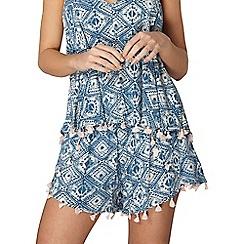 Dorothy Perkins - Tile printed tassel shorts