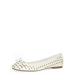 Dorothy Perkins - White woven round toe pumps