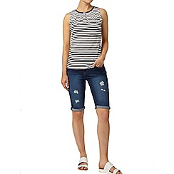 Dorothy Perkins - Mid wash denim rip knee short