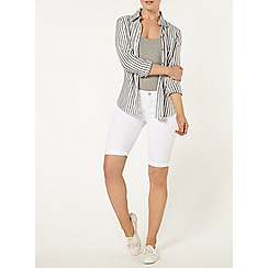 Dorothy Perkins - White denim knee shorts