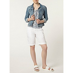 Dorothy Perkins - Petite white knee short