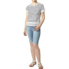 Dorothy Perkins - Petite bleach knee shorts
