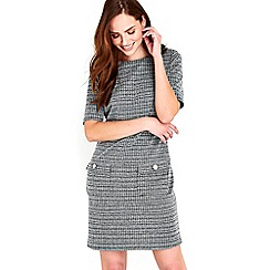 Wallis - Monochrome geometric pinny