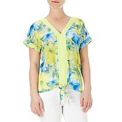 Wallis - Lime floral tie hem top