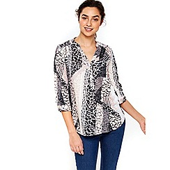 Wallis - Black animal print shirt