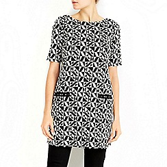 Wallis - Monochrome graphic tunic top