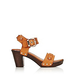 Wallis - Tan strap clog