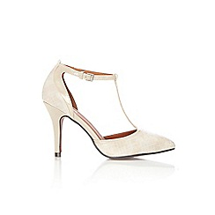 Wallis - Cream pointed court shoe